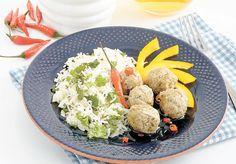 BOULETTES DE POULET, SAUCE AU MIEL ET PIMENT Servir ces boulettes légères sur du riz, en l'accompagnant de sauce au miel. Le poulet peut être remplacé par du dindon haché.