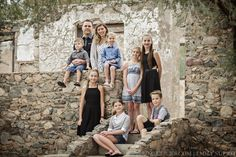 Easy ways to pose large families for portraits