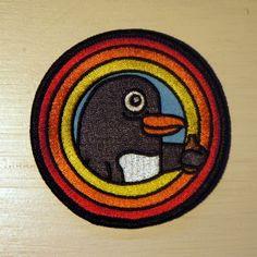 Perjantai-Pingviini-kangasmerkki