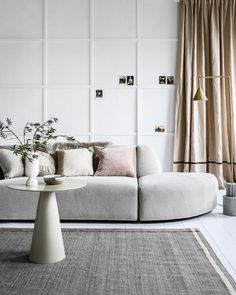 This is the spring home of stylist Marianne Luning Modern Interior, Home Interior Design, Interior Styling, Interior Architecture, Lounge, Modular Sofa, Spring Home, House Rooms, Home Living Room