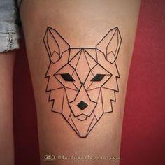 Loup géométrique @lartdanslapeau #lartdanslapeau #geotattoo #amiens #tatouage #tattoo #geometrictattoo #lineworktattoo #blacktattoo #yo