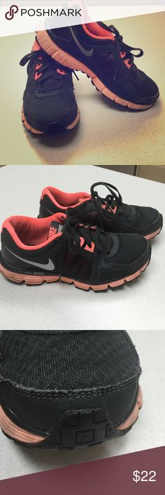 Nike Dual Fusion ST2 Worn a few times already. Good condition. Size 8.5 Shoes Athletic Shoes