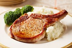 For perfect pork chops, sear then in a very hot pan and then finish cooking them in the oven. This recipe will give you juicy and tender pork chops every time. Oven Roasted Pork Chops, Roast Pork Chops, Smoked Pork Chops, Pork Roast In Oven, Juicy Pork Chops, Baked Pork, Bbq Pork, Tender Pork Chops In Oven, Barbecue