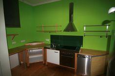 Die Küche, ausgestattet mit allen notwendigen Geräten, ist Teil der Wohnung und wird mit vermietet. Das spart viel Zeit und Kosten.