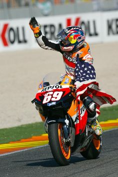 Gp Moto, Nicky Hayden, Vintage Mustang, Race Around The World, Motorcycle Suit, Motosport, Biker Chick, Road Racing, Motogp