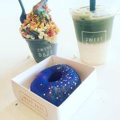 Delicious Desserts, Yummy Food, Tumblr Food, Cute Donuts, Food Goals, Candy Recipes, Frozen Yogurt, Dessert Bars, Creative Food