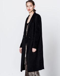 :Lange mannelijke jas met dubbele knoop