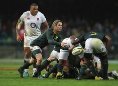 Faf de Klerk Photos - Faf de Klerk of South Africa passes the ball during the third test match between South Africa and England at Newlands Stadium on June 2018 in Cape Town, South Africa. Good Heart, Cape Town, Rugby, South Africa, Third, June, England, Sports, Photos