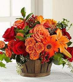 Lovely images of floral arrangements to inspire you. Enthusiasm for ones new flowery skin icon to pretty flowery skills for ones phone. Fall Floral Arrangements, Beautiful Flower Arrangements, Floral Centerpieces, Centrepieces, Thanksgiving Flowers, Thanksgiving Decorations, Ikebana, Fall Flowers, Beautiful Flowers