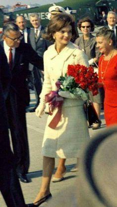 7fa9330b0883 John F Kennedy, Jaqueline Kennedy, Jacqueline Kennedy Onassis, Jackie  Kennedy Wedding, White Houses, Kate Middleton, Style Icons, York Apartment,  Diana, ...