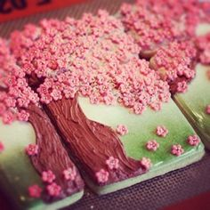 cherry blossom trees (wow, this is so beautiful and impressive. I think they look much better than the elephant cookies)