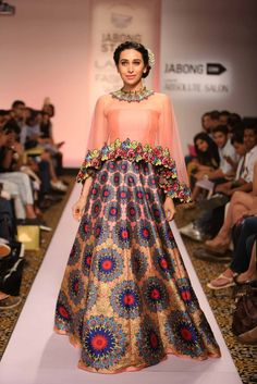 Show Stoppers at Lakme Fashion Week - Karishma Kapoor