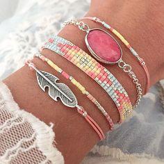 I love this Bracelet! Seed Bead Jewelry, Cute Jewelry, Jewelry Crafts, Beaded Jewelry, Jewelry Accessories, Handmade Jewelry, Jewelry Design, Bracelet Crochet, Bead Loom Bracelets