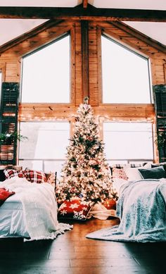 Brace Yourself: We Found The Most Dreamy Christmas Cabin christmas de.- Brace Yourself: We Found The Most Dreamy Christmas Cabin christmas decor. Cosy Christmas, Christmas Feeling, Christmas Bedroom, Farmhouse Christmas Decor, Merry Little Christmas, Beautiful Christmas, Christmas Holidays, Christmas Decorations, Christmas Ideas