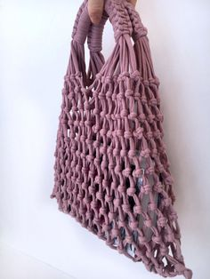 Best 12 This macrame bag in terra cotta or dark gray color will be perfect eco friendly bag for autumn and winter. Bag Crochet, Mode Crochet, Macrame Patterns, Crochet Patterns, Diy Stockings, Macrame Purse, Net Bag, Macrame Design, Craft Bags