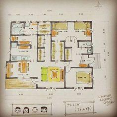 Fri,29 September.2017今日は間取りの日~.#暮らしゃすはうす夫婦+子供3人で暮らす平屋です。今回のポイントは広めのファミリークローゼット&物干室❗あ、物干室の南面に窓を付け忘れていました南面にも窓があります共働き家庭の場合、洗濯を外に干す機会は意外と少なかったりします。我が家もそう。となると、室内で洗濯物を干すスペースが確保されていると嬉しい 物干しスペースは広めなので干しっ放しもOK❤クローゼットが隣にあるのでハンガーのままの移動も楽チンですキッチンはリ...
