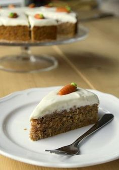 Almost everyone loves it – the carrot cake. Especially from this recipe I am se … - Kuchen Easy Vanilla Cake Recipe, Homemade Vanilla, Easy Cake Recipes, Homemade Chocolate, Chocolate Cake, Carrot Cake Cupcakes, New Cake, Recipe For 4, Food Cakes