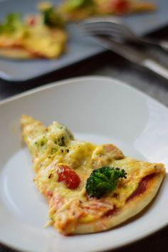 Dinkel Pizza mit Sauce Hollandaise, Pute und Brokkoli