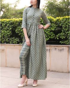 Shop Fashion Designers Dresses, Accesories for Mens & Womens Simple Pakistani Dresses, Pakistani Fashion Casual, Indian Fashion Dresses, Pakistani Dress Design, Indian Designer Outfits, Muslim Fashion, Designer Dresses, Pakistani Designer Clothes, Stylish Dresses For Girls