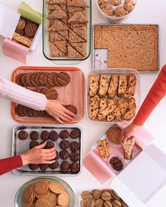 Simplify your holiday baking by hosting a cookie swap. Invite a group of friends, and have each person make enough of one kind of cookie to share. At the party, sample the treats, then trade and package them in appealing assortments. Everyone leaves with finished gifts -- and plenty of new recipes.