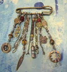Art Deco Sapphire & Diamond Brooch by Cartier I Love Jewelry, Metal Jewelry, Boho Jewelry, Jewelry Crafts, Jewelry Art, Beaded Jewelry, Jewelry Accessories, Handmade Jewelry, Jewelry Design