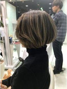 Ideas for hair bob medium highlights Short Bob Hairstyles, Cool Hairstyles, Medium Hair Styles, Short Hair Styles, Light Purple Hair, New Hair Look, Hair Arrange, Pelo Natural, Long Layered Hair