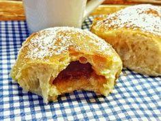 Recept: Pečené buchty z kvásku s jahodovým lekvárom - Kváskovanie, rady, tipy, triky, všetko o kvásku Apple Pie, Cornbread, Ethnic Recipes, Millet Bread, Apple Pie Cake, Corn Bread, Apple Pies