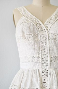 detail: vintage white cotton eyelet sundress - F A S H I O N - 50 Style Dresses, 1950s Fashion Dresses, Vintage 1950s Dresses, Retro Dress, Vintage Style Outfits, Casual Dresses, Vintage Fashion, Floral Dresses, 60s Dresses