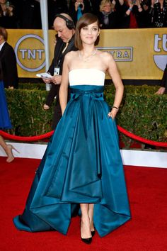 Marion Cotillard looks stunning in Dior with color-blocking and an asymmetrical hemline. #SAGawards