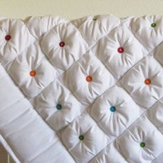Gorgeous whole-cloth puffy quilt.