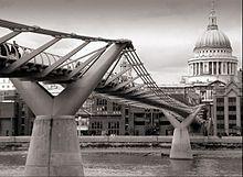 Norman Foster (architecte) — Wikipédia - Millenium Bridge à Londres