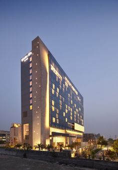 Vivanta by Taj Gurgaon  / WOW Architects | Warner Wong Design