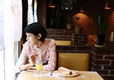 毎号、気になる喫茶店へ出かけ、マスターのこだわりを得意のイラストで図解します。今号は、横浜・石川町にある、母子4人で仲良く切り盛りしているアットホームな喫茶店〈純喫茶モデル〉へ。