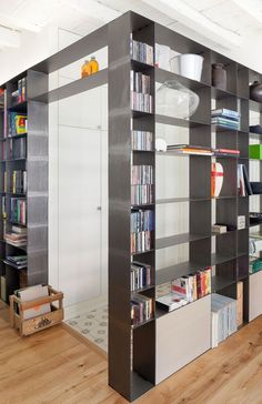 + Pastrengo, Milano, 2013 - Elena e Francesco Colorni Architetti-Stele bookcase Modern Interior Design, Interior Architecture, Living Room Shelves, Home Decor Kitchen, House Rooms, Shelving, Milan, Interior Decorating, Sweet Home