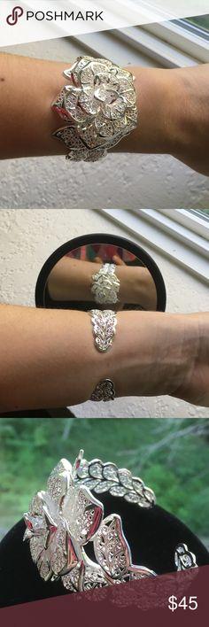 925 Silver Plated Flower Bracelet. Beautiful silver bracelet. Jewelry Bracelets