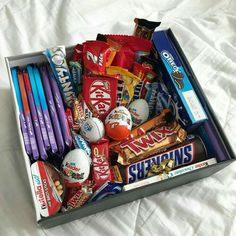 DIY Candy Gift Boxes for Birthday Presents for Boys candy gift box Birthday Presents For Boys, Birthday Gifts For Boyfriend Diy, Cute Boyfriend Gifts, Cute Birthday Gift, Diy Birthday, Gift For Boys, Boys Presents, Birthday Present Diy, Birthday Basket