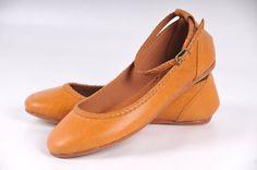 ELF. Tan chaussures en cuir / womens chaussures / ballerines de cuir / Appartements de mary jane / moutarde. Pointures 35-43 disponible dans...