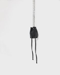 e97218e3ff8 Image 1 de MINI SAC BANDOULIÈRE EN CUIR À CHAÎNE de Zara Mini Sac  Bandoulière