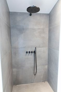 Loft Bathroom, Bathroom Fixtures, Small Bathroom, Master Bathroom, Concrete Tiles, Bathroom Interior Design, Decoration, House Design, Kitchen Gallery