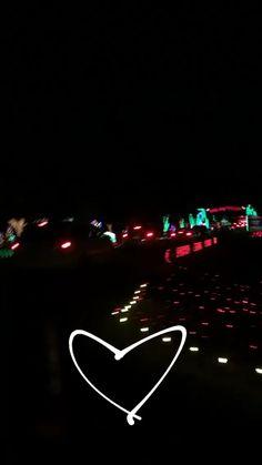 Christmas aesthetic 🎄 aesthetic fotos tumbrl, fotos novios v Huf Wallpapers, Wallpaper Backgrounds, Iphone Wallpaper, Sky Aesthetic, Retro Aesthetic, Vsco Video, Afghan Wedding, Snapchat Video, Christmas Design