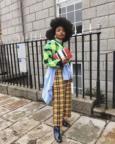 Shop my all-time favorite plaid pants for fall and get inspired by several styling ideas for them. Thrift Fashion, Funky Fashion, Girl Fashion, Fashion Looks, Fashion Outfits, Pattern Mixing Outfits, Mixing Patterns, Estilo Street, Fashion Bubbles