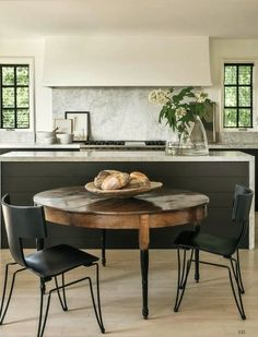 Black and white kitchen with marble | kök – Valerie Aflalo