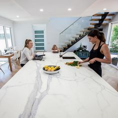 This Neolith Estatuario kitchen benchtop is perfect for busy family life. No stress about scratching, staining or heat marks. Neolith installation by @stonelux_au and photography by @nataliefinney_photography #cdkstone #neolith #estatuario #kitchendesign | by cdkstone_australia