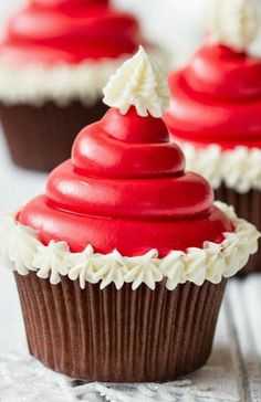 If you want to tweak your favorite cupcakes to look really pretty and festive on Christmas table than you will definitely love this Santa Hat Frosting idea by Christmas Cupcakes, Christmas Sweets, Christmas Cooking, Christmas Recipes, Christmas Ideas, Christmas Crafts, Holiday Cakes, Holiday Treats, Cupcake Recipes