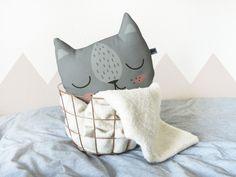 Kleines Katzenkissen, grau von MASCHAA auf DaWanda.com