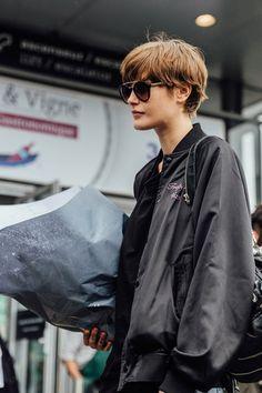 Personal Shopper Paris - Dress like a Parisian - Page 3 of 22 - Catherine Mcneil, Vogue Uk, Melena Shag, Lob, Dress Like A Parisian, Edie Campbell, Cute Haircuts, Paris Dresses, Fresh Hair