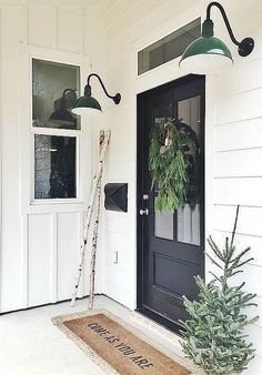 Key Characteristics of Modern Farmhouse Homes 47 Rustic Farmhouse Porch Decorating Ideas to Show Off This Season Farmhouse Front Porches, Modern Farmhouse Exterior, Farmhouse Homes, Rustic Farmhouse, Farmhouse Ideas, Farmhouse Windows, Farmhouse Interior, Modern Farmhouse Style, Style At Home