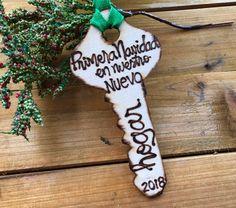 Primera Navidad en Nuestro Nuevo Spanish New Home Ornament Key Gift First Christmas Personalized Woo Inmobiliaria Ideas, Red Ribbon, Hand Engraving, First Christmas, Tree Decorations, Spanish, New Homes, Christmas Ornaments, Holiday Decor
