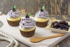 Briose aperitiv cu crema de branza si pasta de masline Muffin Recipes, Mini Cupcakes, Muffins, Goodies, Appetizers, Desserts, Food, Fine Dining, Sweet Like Candy