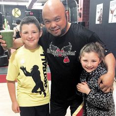 Generosity... These ninjas-in-training came by last night to show their gratitude and give me a Green Drink from the local frozen yogurt shop @bluewalrusfroyo !  It's an awesome feeling when you know you're doing good deeds to others without expecting anything in return!  #GoodVibesOnly #motivation #inspiration #personal #development #kidslvemartialarts #pleasantvilleNY